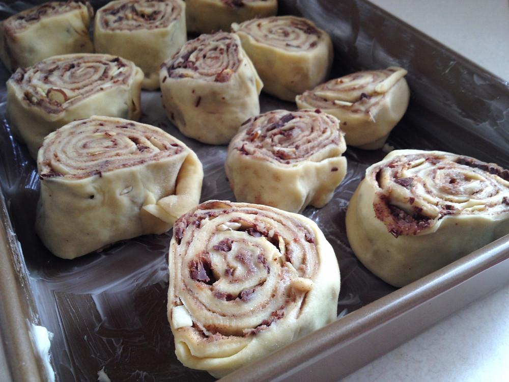 Hershey, Almond, Cinnamon Rolls with Cream Cheese Icing | eatlovegarlic.com @eatlovegarlic