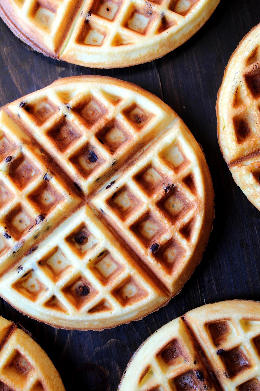 Chocolate Chip Waffles | eatlovegarlic.com