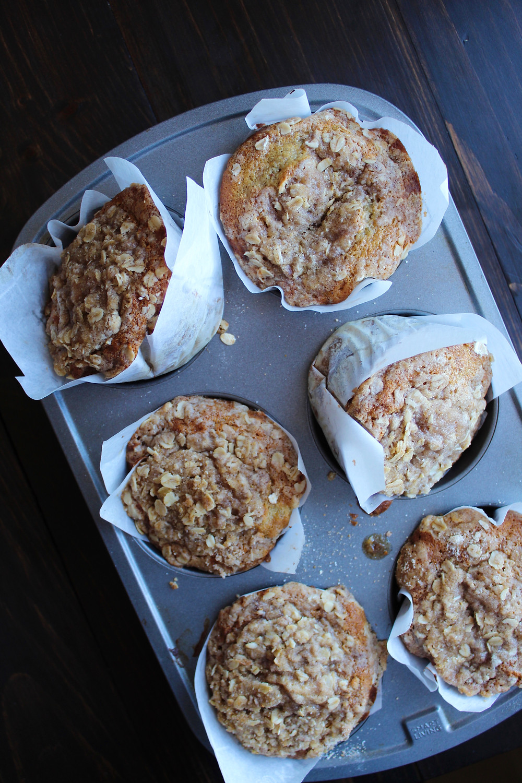 Banana Oat Coffee Cake Muffins | eatlovegarlic.com