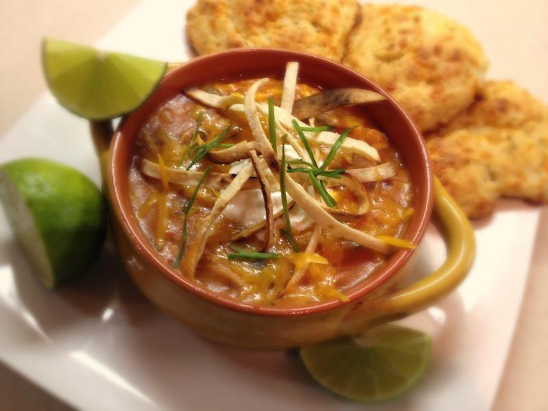 Chicken Tortilla Soup with Easy Cheesy Garlic Biscuits | eatlovegarlic.com @eatlovegarlic