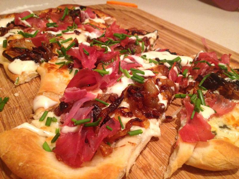 Prosciutto Gorgonzola Flatbread | eatlovegarlic.com @eatlovegarlic