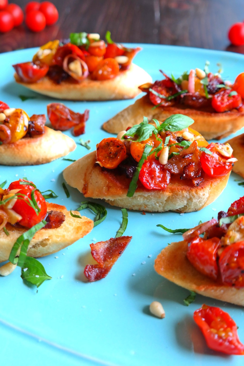 Roasted Tomato & Candied Bacon Bruschetta | eatlovegarlic.com @eatlovegarlic