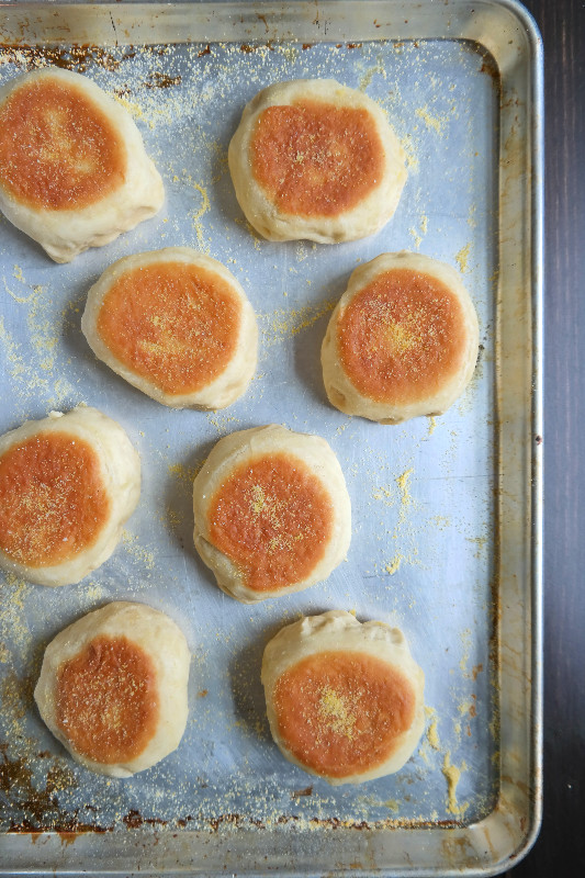 Homemade English Muffins | eatlovegarlic.com @eatlovegarlic