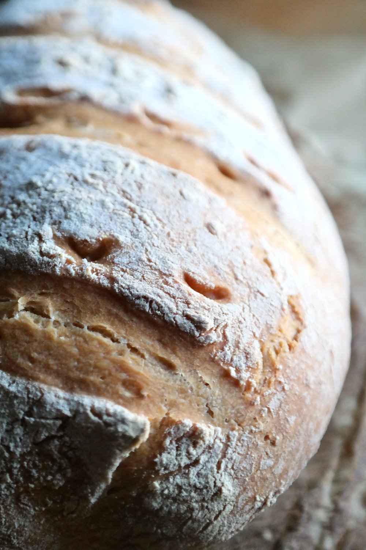 Homemade Crusty Bread | eatlovegarlic.com @eatlovegarlic