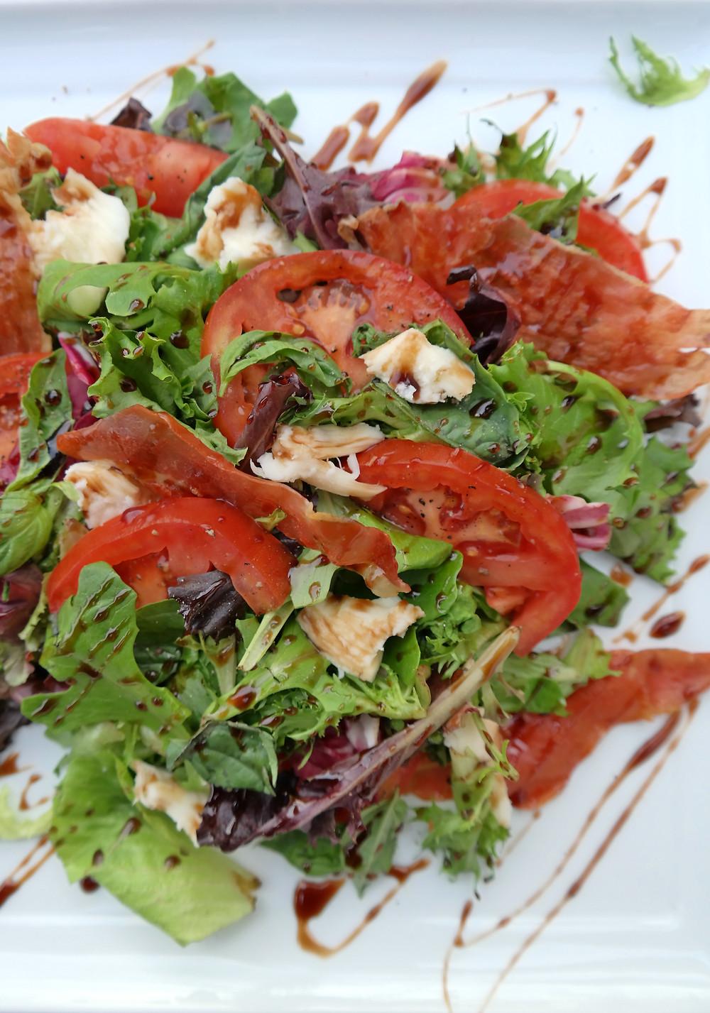 Tomato & Basil Salad with Crispy Prosciutto | eatlovegarlic.com @eatlovegarlic