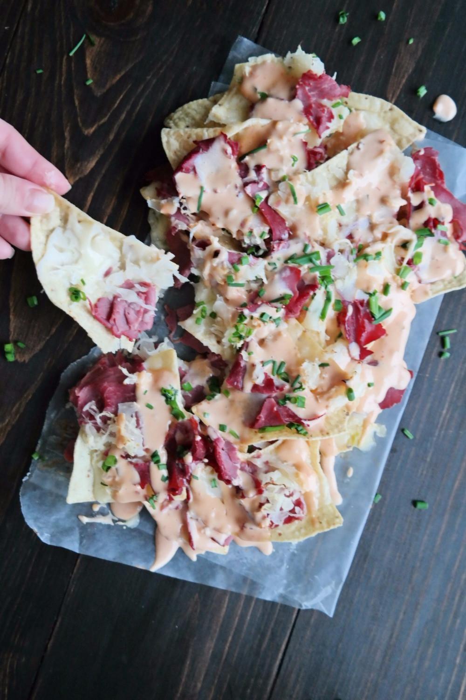 Reuben Nachos | eatlovegarlic.com @eatlovegarlic