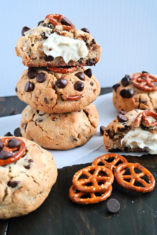 Cheesecake Stuffed, Chocolate Chip Salted Pretzel Cookies | eatlovegarlic.com @eatlovegarlic