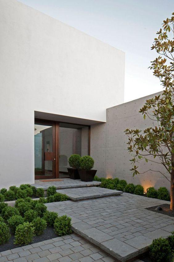 Светлые оттенки в современном саду. Ничего лишнего