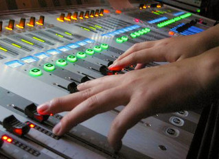 ロックバンドのスタジオ練習で全体の音量バランスを調整する方法