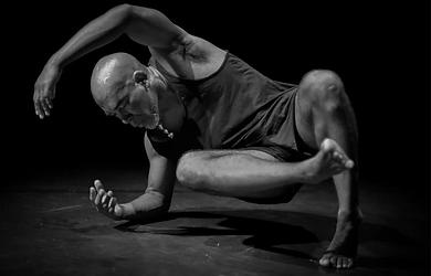 Kraft des Körpers & Bewusstseins (Conscious Body System): Tanz- & Physical Theatre Workshop