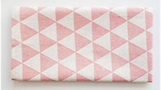 餐桌布-淺紅三角