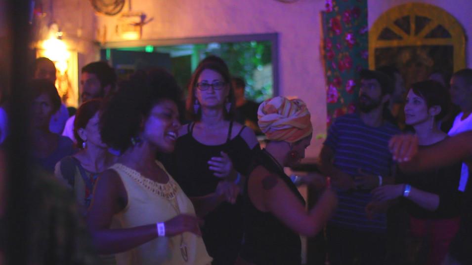 CASA DE SAMBAQUI samba.Still003.jpg