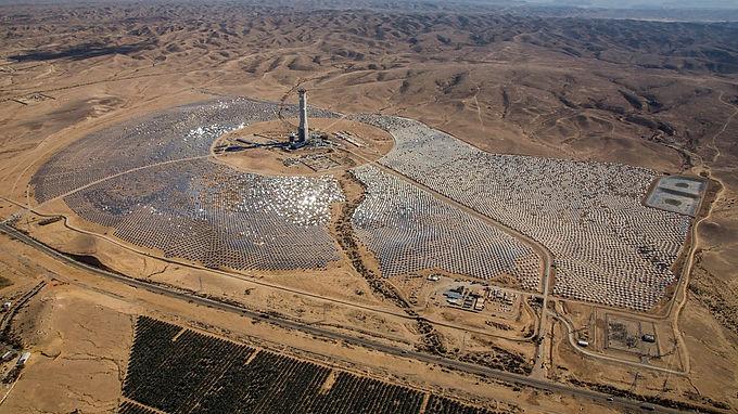 Ashalim Solar tower, Ashalim, Israel. Shikun Binuy Group