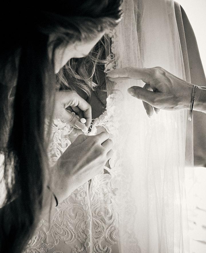 Hochzeitsvorbereitung Reportage - Brautkleid - Chiemsee