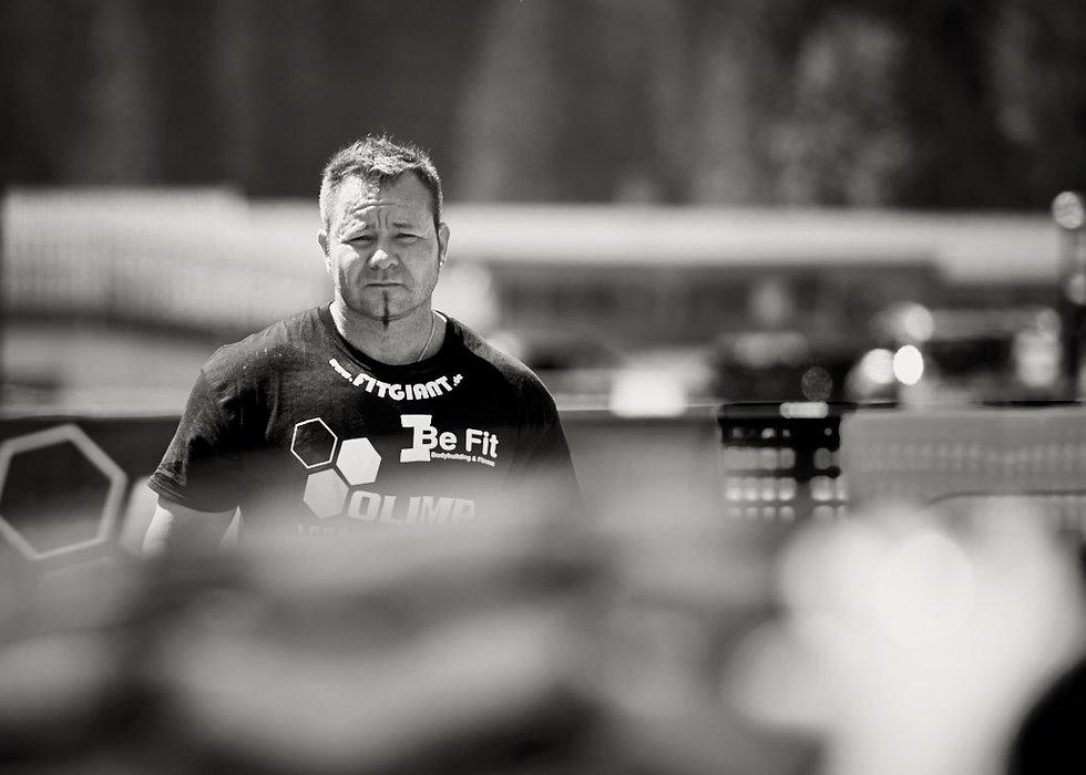 strongman wettkampf deutsche meisterschaft athlete competing at the strongman championships