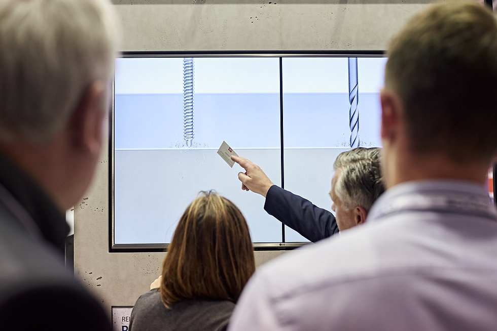 People at the BAU trade fair looking at a information screen
