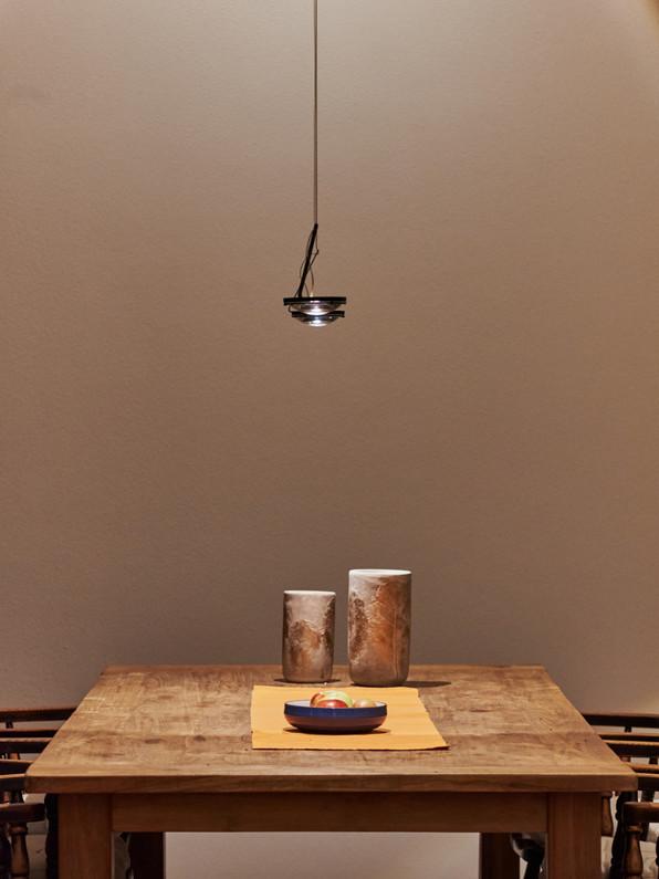 Innenarchitektur und Interior fotografie mit beleuchtung über esstisch