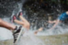 spass am fluss lifestyle fotograf wasser springen fotografie