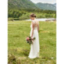 Braut fotoshooting am Lödensee mit brautstraus im Hand