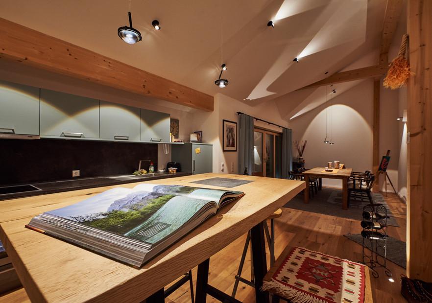 Innenarchitektur Fotografie von Wohnhaus im Abend