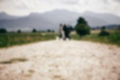 Kutschenfahrt mit Brautpaar - Prien Alte Villa am Herrenberg mit Voralpen im Hintergrund