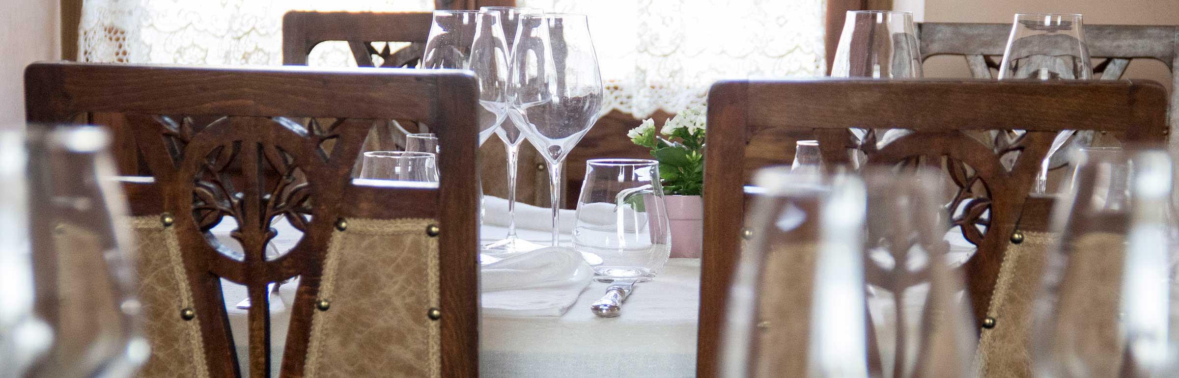 Tavola liberty ristorante Le Jardin Fleuri Gusti Liberty