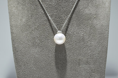18ct White Gold Pearl and Diamond Necklace