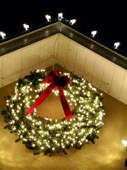 "<img src=""christmas wreath.png"" alt=""Christmas light wreath hung in Houston"">"