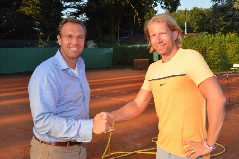 Rechts Jens Janßen unser Cheftrainer und Organisator des Turniers, links Dr. Jörn Isenberg Sportwart des TC 1904 Blau-Schwarz.