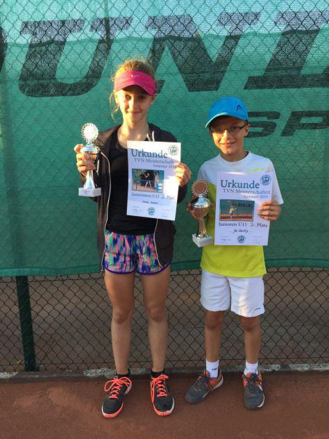 links Vizeverbandsmeisterin Emelie Hamers, rechts Jan Gewaltig anderer Tennisclub