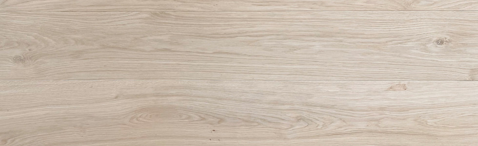 "Select & Better White Oak (Gravity & Veneto Collection)  Knots up to 10 mm (~3/8"") allowed, no sap wood and/or pinholes, small dark knots up to 3mm (~1/8"") allowed, low to medium colour variation."