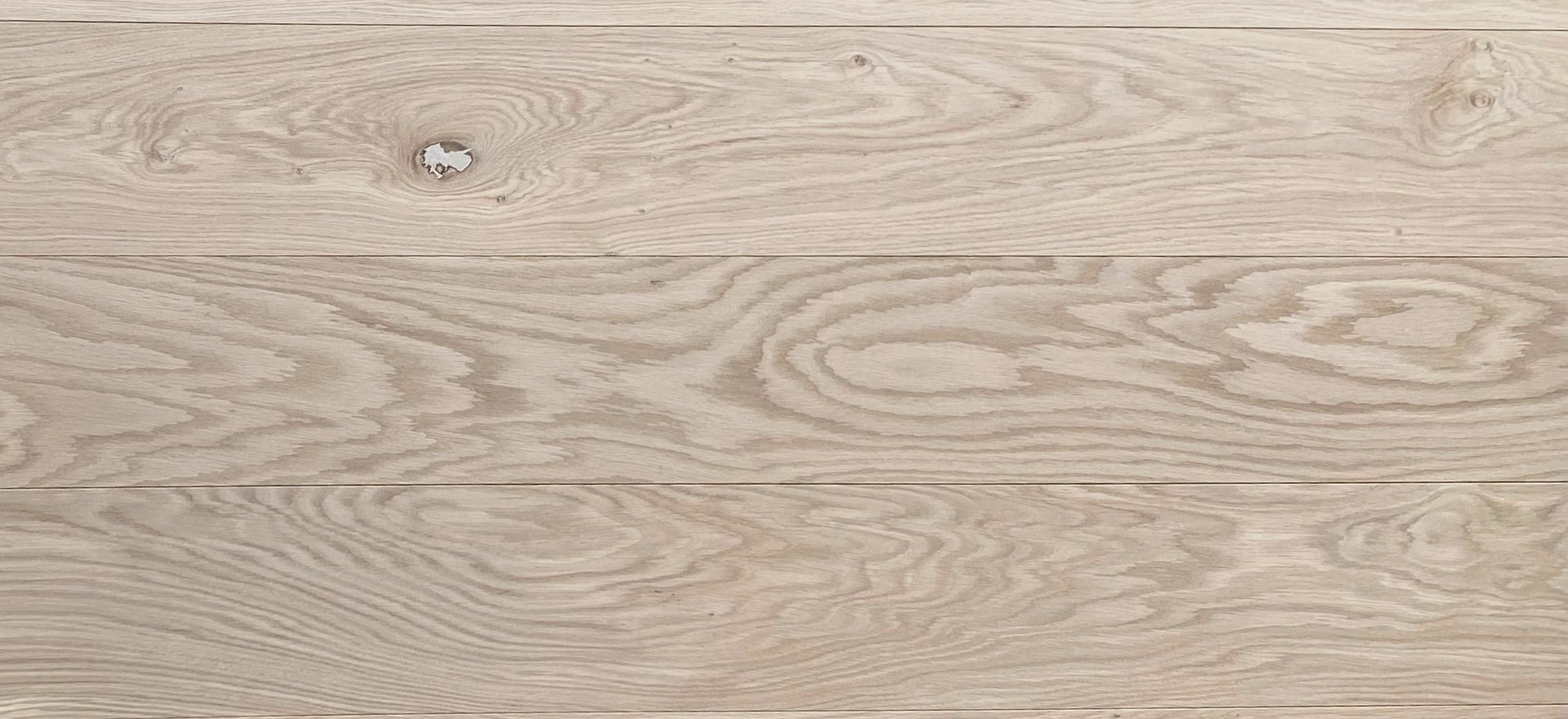 """Character White Oak (Gravity & Veneto Collection)  Filled knots 30 mm+ (~1 1/8"""") allowed, mid to high colour variation, sapwood and cracks (filled) allowed."""