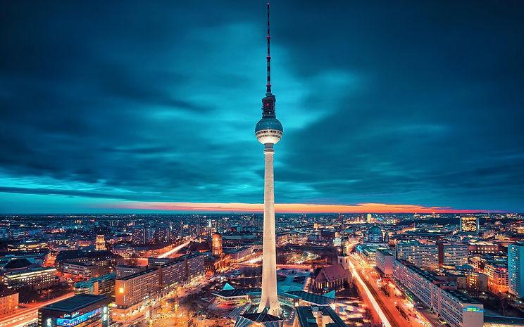 Berlin-at-night-city-HD-wallpaper-1680x1