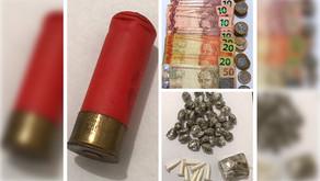 PM apreende drogas e munição com infrator na Vila Paulista em Jardinópolis