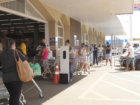 Filas em supermercados em Jardinópolis podem ser reflexo do fechamento em Ribeirão Preto