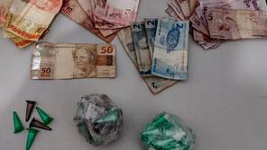 PM apreende 109 pinos de cocaína em Jardinópolis