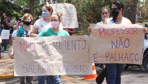 Professores fazem manifestação pedindo reajuste no piso salarial