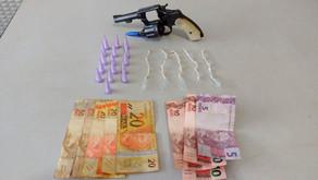 Jovem é preso por tráfico e porte ilegal de arma de fogo em Jardinópolis
