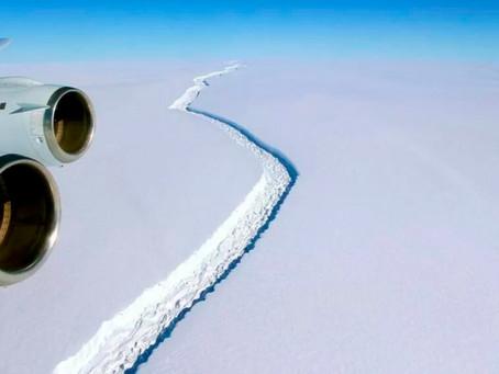Iceberg gigantesco se separa de placa de gelo na Antártica