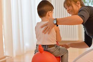 physiotherapeutische Kinderbehandlung bei orthopädischen oder neurologischen Erkrankungen wie z.B. Fehlstellungen der Füsse, des Kopfes des Rumpfes auch als Geburttfolge oder durch die Lage in der Gebärmutter
