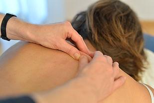 Narbentherapie hilft Narben elastisch, verschiebbar und kosmetisch zu verbessern