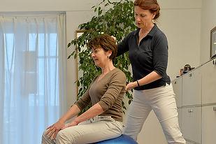 Das Beckenbodentraining hilft bei Störungen der Kontinenz und ist Bestandteil des übungsprogrammes bei Rückenbeschwerden