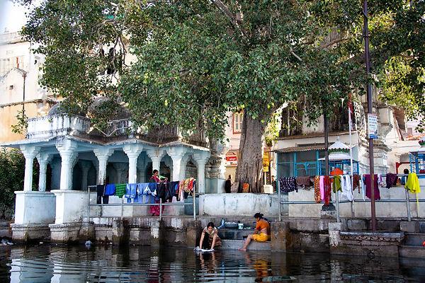 Udaipur Scene from Pichola Lake.jpg