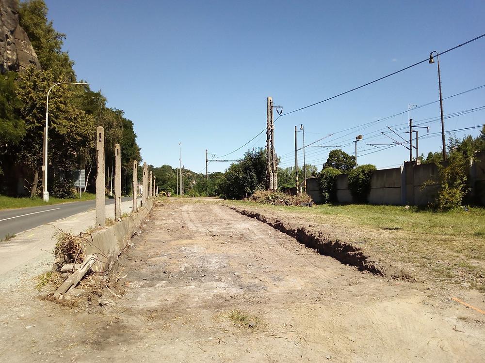 Nevzhlednou plochu v ulici Dobrovského brzy nahradí nové parkoviště