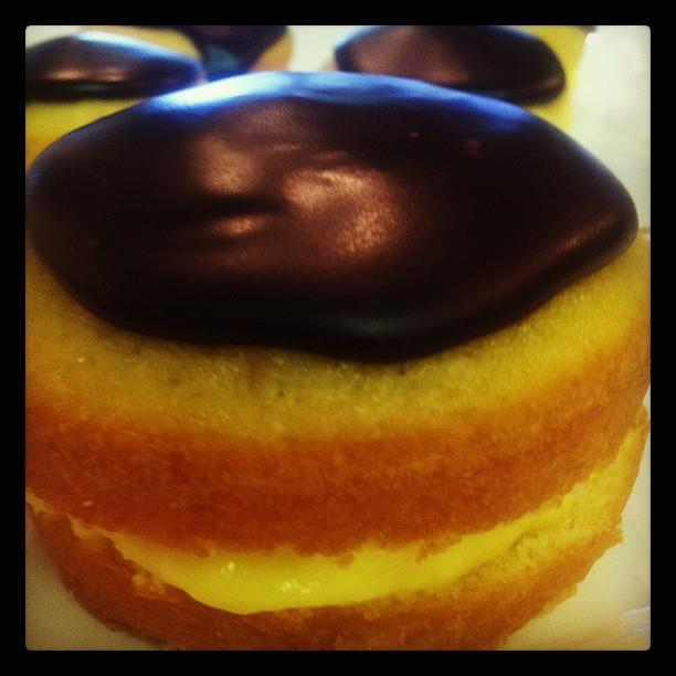 Mini boston Cream Cake