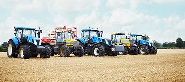 Traktory zaparkovaná v Crop Field