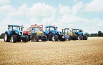 Tracteurs parqués dans le domaine des cu