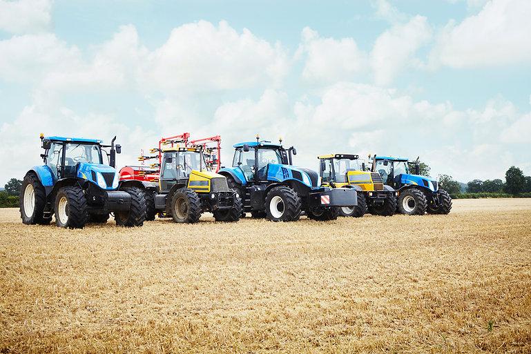 Traktoren in der Ernte Feld Geparkt