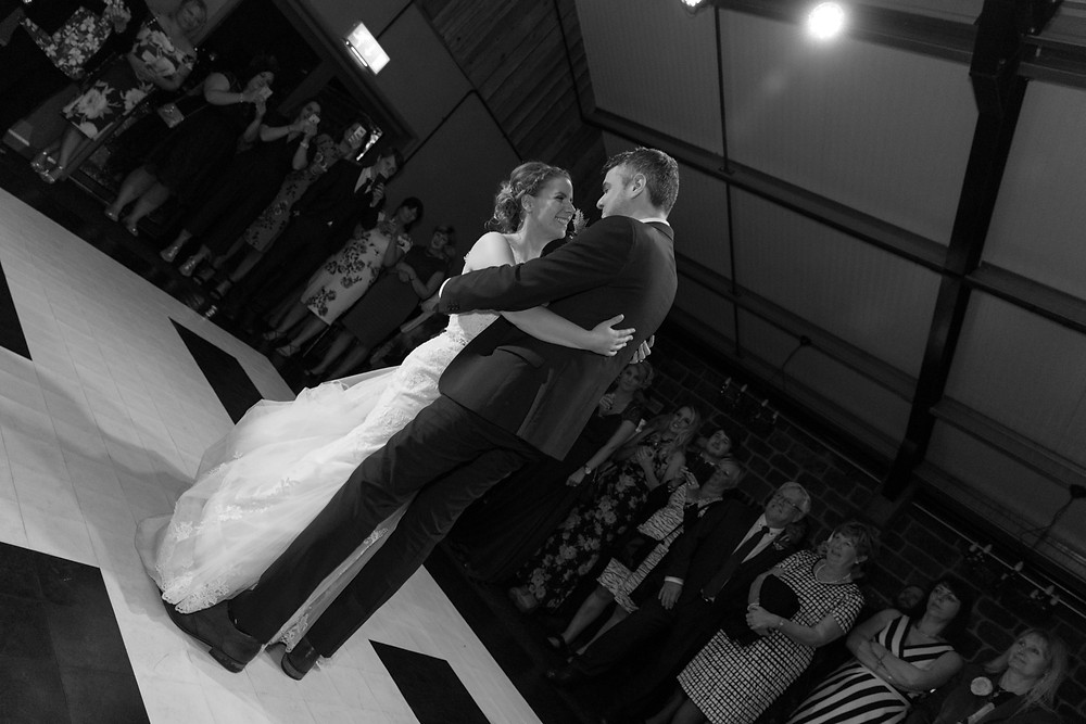 Whitby wedding photographer captures the first dance
