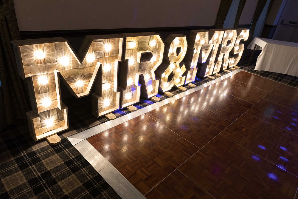 Wedding photographer: decorative wedding lights